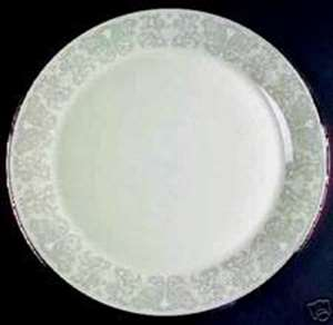 Picture of Lenox - Snow Lily - Dinner Plate